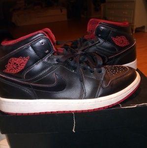 Jordan 1 gym red size 9